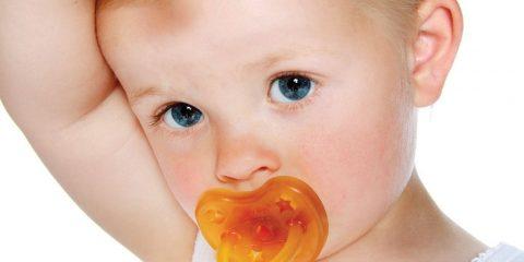 معایب و مضرات مکیدن پستانک برای نوزادان