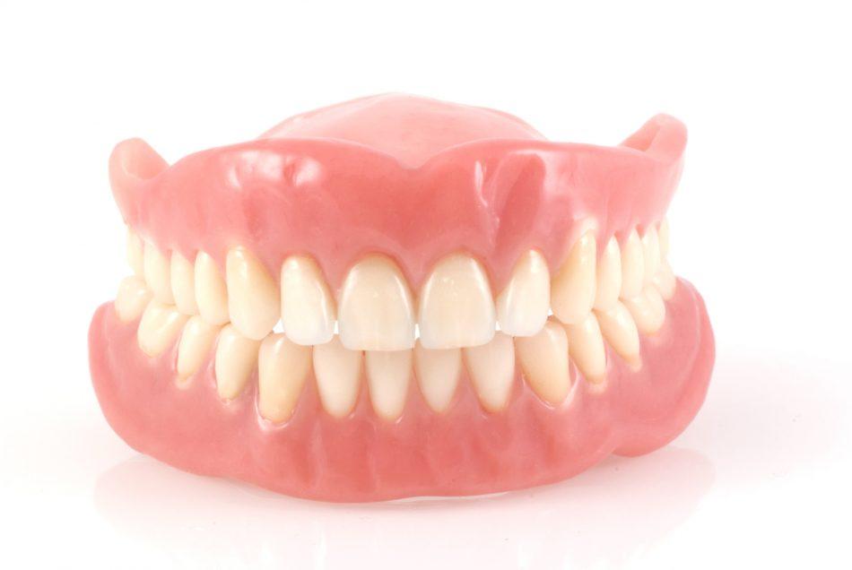 دندان مصنوعی و کم شدن تعداد دندان ها موجب سوء تغذیه می شود