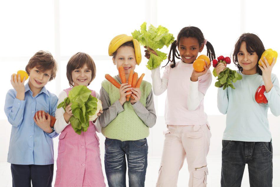 students-fruit