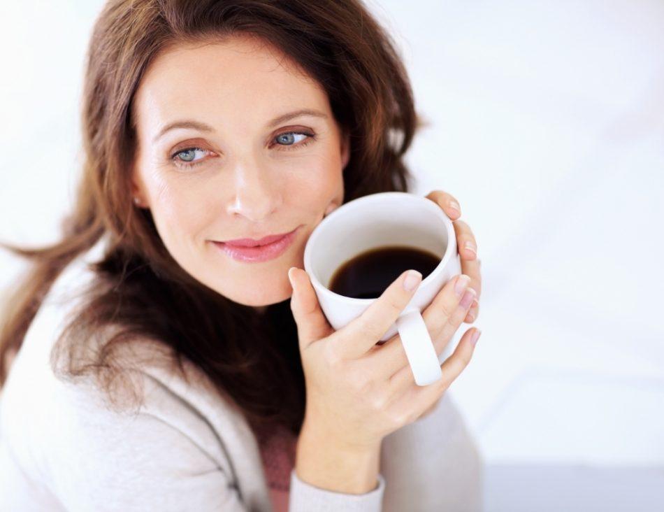 woman-coffe